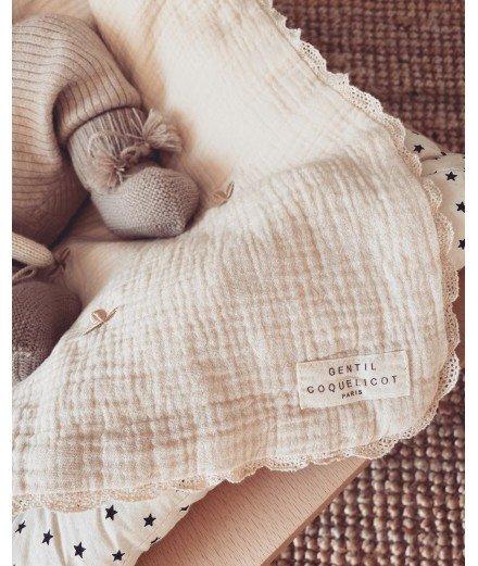 Couverture bébé - broderies Trèfles et macramé