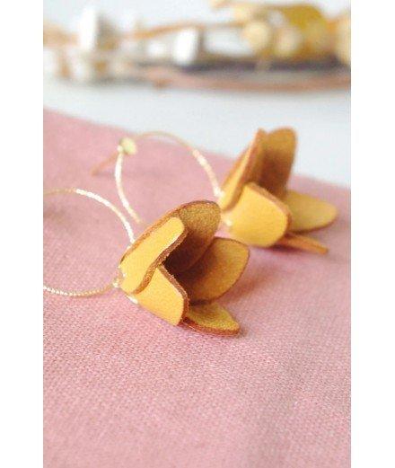 Boucles d'oreilles pétales de cuir fleur - Moutarde