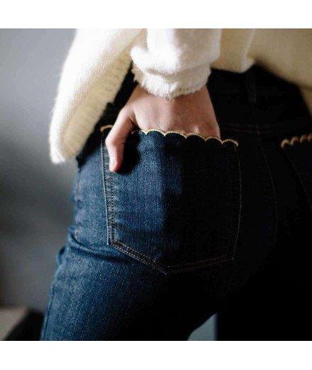 Jean slim en denim et poches festonnées