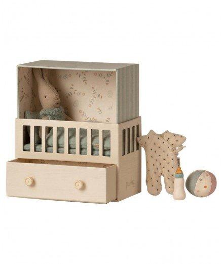 Bébé lapin garçon dans sa chambre - Maileg