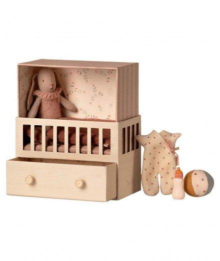 Bébé lapin fille dans sa chambre - Maileg