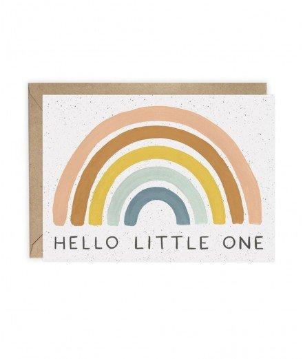 Carte de naissance Hello Little One avec un bel arc-en-ciel en motif.