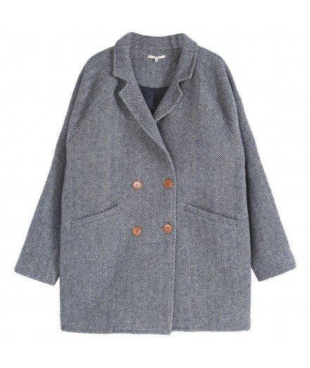 Manteau en laine de la marque Emile & Ida. Chevrons marine et boutons en bois.